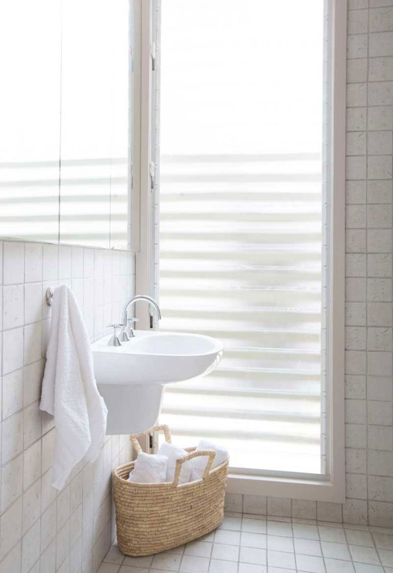 diy-glass-louvres-au-bathroom